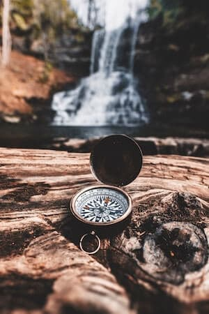 Compass and altimeter to navigate